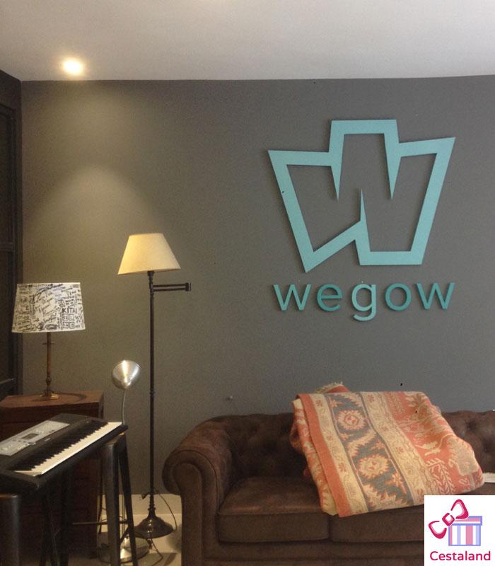 logotipo letras madera empresa